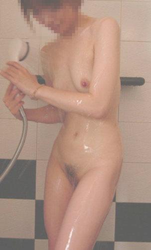 セフレの美容学生のシャワーの画像